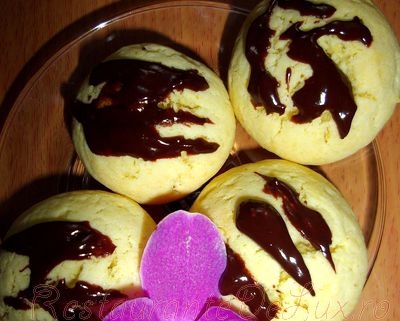 Prajiturele_delicioase_cu_lamaie_si_ciocolata_08