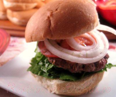 Sandwich-uri cu chiftele de vita si ciuperci