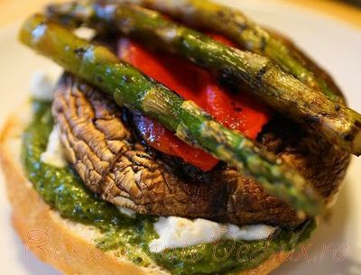 Sandwich cu ciuperci si sparanghel