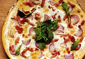 Tarta_cu_ceapa_rosie_cascaval_si_bacon