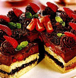Tort_cu_ciocolata_si_capsune