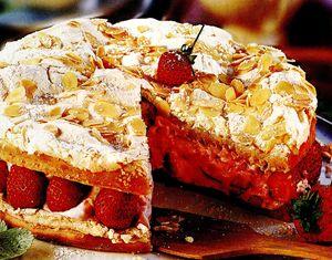Tort_de_bezea_cu_capsune