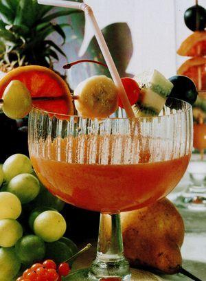 Cupa_de_fructe_cu_portocale_rosii