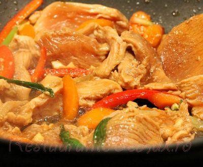 Paste integrale cu sos de pui si legume