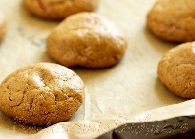 Prajiturele de unt de arahide cu glazura de crema de ciocolata