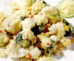Salata_de_conopida_broccoli_si_porumb