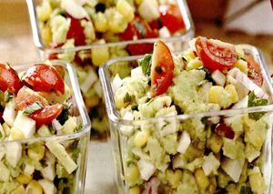 Salata_vegetariana_cu_porumb_si_avocado