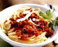 Spaghetti_bolognese_cu_parmezan