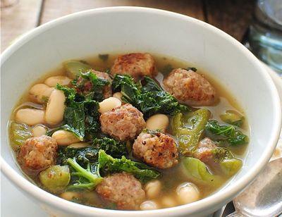 Supa cu perisoare, fasole alba si salata creata