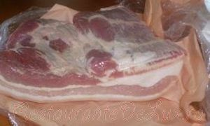 Burta de porc prajita cu sos picant