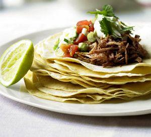 Clatite_de_malai_cu_porc_aromat_si_salsa_de_avocado