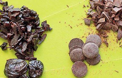 Prajiturele cu fructe uscate si fulgi de ciocolata
