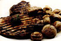 Cotlete de porc cu sote de ciuperci