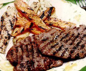 Vrăbioare impănate la cuptor cu garnitură de andive, mazăre brezată, gogoşele de cartofi şi sos de Madera