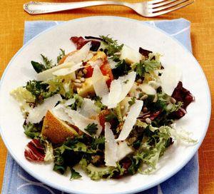 Salata cu parmezan si crutoane