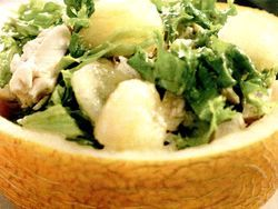 Salata picanta de pui cu pepene galben