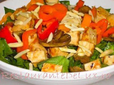 Salata asiatica cu pui si spanac