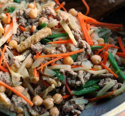 Salata cu carne tocata de curcan si legume