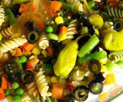 Salata de paste cu masline verzi