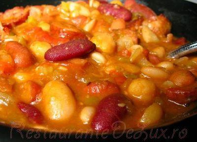 Supa de fasole uscata cu carnati afumati