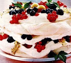 Tort_cu_fructe_de_padure_si_bezea