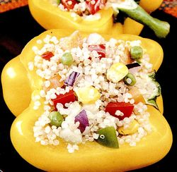 Ardei_umpluti_cu_salata_de_quinoa_si_legume