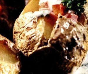 Cartofi copti cu sos de ciuperci