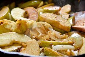 Cotlete de porc cu sos de mere