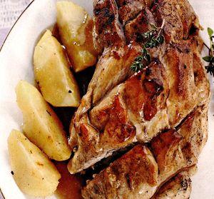 Pulpa_de_porc_in_sos_de_bere_cu_garnitura_de_cartofi
