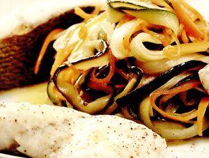 Retete_delicioase_Dorada_cu_rozmarin_si_legume