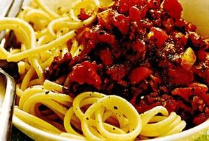 Retete_delicioase_Spaghete_bolognese_cu_sos