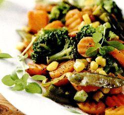 Retete_usoare_Salata_calda_cu_broccoli_si_mazare