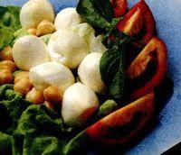 Retete_usoare_Salata_de_legume_cu_mozzarella