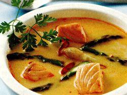 Supa_de_curry_cu_somon_si_sparanghel