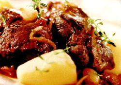 Tocana_cu_carne_de_vita_si_cartofi