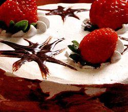 Tort_cu_glazura_de_ciocolata