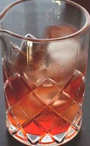 Cocktail_bourbon_cu_campari_si_vermut_03