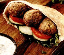 Falafel_cu_legume_si_humus