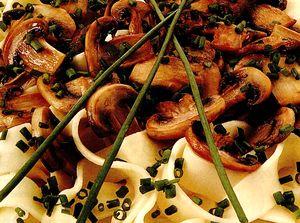 Paste integrale cu ciuperci si usturoi