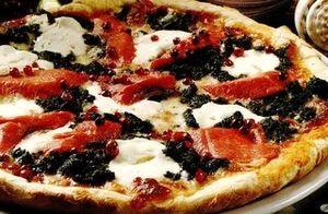 Retete_delicioase_Pizza_cu_somon_si_mozzarella