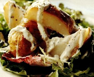 Retete_delicioase_Salata_de_cartofi_copti_cu_sos_de_iaurt