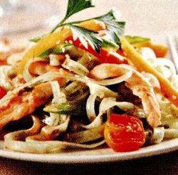 Retete_delicioase_Salata_de_pui_cu_taitei