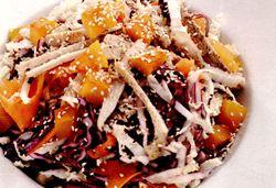 Salată de pui cu varză si cartofi