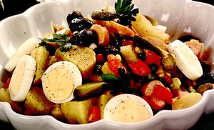 Salata_orientala_cu_crenvursti
