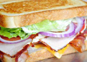 Sandwich_cu_bacon_si_sunca_de_curcan_12