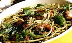Spaghete_cu_sos_pesto_si_creveti