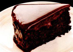 Tort_cu_ciocolata_neagra_si_frisca