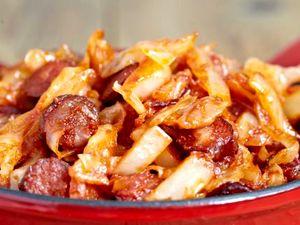 Varza_calita_cu_bacon_si_carnaciori_picanti