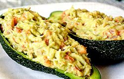 Avocado_umplut_cu_somon_afumat