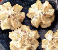 Fursecuri glazurate cu nuca de cocos